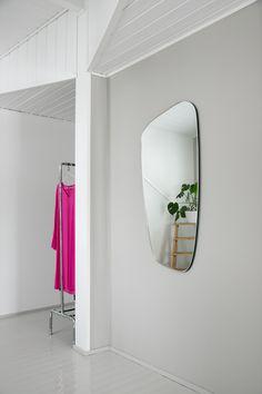 Makuuhuone, peili. Bedroom, mirror. Oversized Mirror, Bedroom, Furniture, Home Decor, Decoration Home, Room Decor, Bed Room, Bedrooms, Home Furnishings