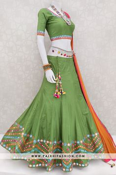 Designer Chaniya Choli For Garba : Latest Navratri Chaniya Choli Collection Garba Dress, Navratri Dress, Indian Designer Outfits, Indian Outfits, New Dress Design Indian, Lehenga Designs Latest, Chaniya Choli Designer, Rajasthani Dress, Choli Designs