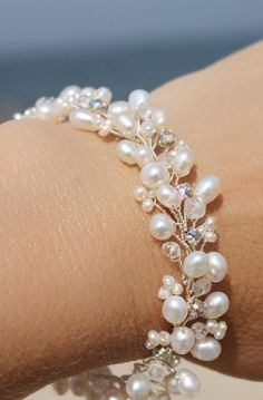 Wedding JewelryDelicate Freshwater Pearl Bracelet with Natural