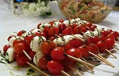 Trendy Ideas for baby shower food menu appetizers caprese skewers Bridal Shower Brunch Menu, Baby Shower Food Menu, Baby Shower Food For Girl, Fiesta Baby Shower, Baby Shower Lunch, Bridal Shower Foods, Comida Baby Shower, Tapas, Appetizer Recipes