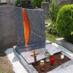 Grabstein mit Glaskreuz