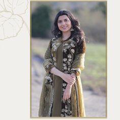 Dress Indian Style, Indian Fashion Dresses, Indian Designer Outfits, Velvet Suit Design, Velvet Dress Designs, Pakistani Dresses Casual, Pakistani Bridal Dresses, Stylish Dresses For Girls, Stylish Dress Designs
