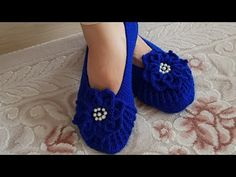 Crochet Shoes with Flip Flop Soles Moccasins Part 1 Sewrella Crochet Crochet Gloves Pattern, Crochet Wool, Crochet Shoes, Crochet Slippers, Easy Crochet, Shoe Recipe, Crochet Hedgehog, Honeycomb Stitch, Knitted Baby Clothes