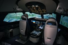 The interior of the Boeing 787 Dreamliner flight simulator. Image: Chris Sloan / Airchive.com