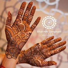 The beautiful Amanpreet's bridal henna ! Loved the wallpaper in her home & used it as the background in this picture. Creating the bridal design just for you! Get in touch for your bridal henna quote. #bharathisanghani #bharathisanghanimehndi #henna #mehndi #hennaartist #hennapro #asianwedding #indianweddingbuzz #internationalhennaartist #hennainspire #symmetry #motif #indianweddinginspiration #weddinginspiration #realindianwedding #internationalhenna #allthingsbridal #traditional #bridal...