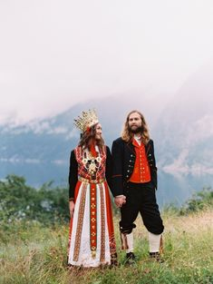 Wedding Traditions In Norway Wedding Traditions In Norway traditional norwegian wedding bunadsbryllup in eidfjord nina Norwegian Wedding, Swedish Wedding, Norwegian Style, Swedish Style, Traditional Wedding Attire, Traditional Dresses, Norwegian Clothing, Scandinavian Wedding, Pagan Wedding