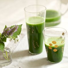 Cucumber Mint Coconut Cleansing Juice // cucumber, spinach, apply, mint, coconut water via Shape #detox #homespa #hydrate