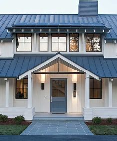 39 ideas for farmhouse exterior colors metal roof white siding Metal Roofs Farmhouse, Farmhouse Exterior Colors, Modern Farmhouse Design, Exterior House Colors, Modern Exterior, Exterior Doors, Rustic Farmhouse, Exterior Design, Farmhouse Ideas
