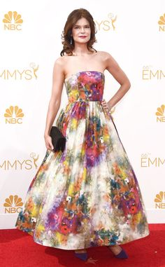 Betsey Brandt dons a floral Alice + Olivia frock for the Emmys.