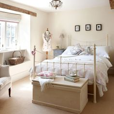 35 Amazingly Pretty Shabby Chic Bedroom Design and Decor Ideas - The Trending House Cream Bedrooms, Guest Bedrooms, Girls Bedroom, Country Bedrooms, Cream And Grey Bedroom, Country Cottage Bedroom, Cottage Bedrooms, Shabby Cottage, Country House Interior