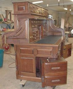 This would be so wonderful to own . The things I would hide (and lose lol) Hidden Spaces, Hidden Rooms, Hidden Compartments, Secret Compartment, Secret Space, Secret Rooms, Home Design Decor, Interior Design Inspiration, Find Furniture