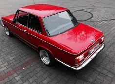 988 отметок «Нравится», 9 комментариев — BMW 2002 (0==[][]==0) (@2002fanatic) в Instagram: «Lady in red.... #bmw2002 #bmw02 #bimmer #bavarian #bmw1500 #bmwclassics #oh2 #ohtwo…»