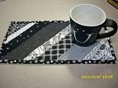 Black and White Stripped mug-rug. Perfect for quilt-as-you-go. Maybe enlarge to placemats? Table Runner And Placemats, Quilted Table Runners, White Placemats, Mug Rug Patterns, Quilt Patterns, Small Quilts, Mini Quilts, Quilting Projects, Sewing Projects