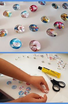 Aus buntem Papier lassen sich hübsche Glas-Magneten basteln!