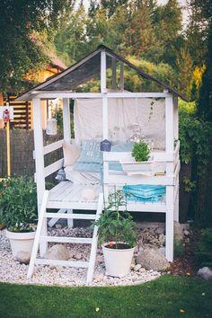 nice Unique DIY Features To Beautify Your Garden https://matchness.com/2018/03/07/unique-diy-features-beautify-garden/