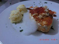 Fusion de Salmon, chicharron de cerdo, caviar de manzana , aire de manzana