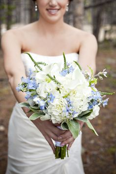 Bridal bouquet for a wedding at Ten Mile Station in Breckenridge, Colorado.  photo[brendalandrum.net]
