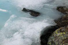 Aparecen las primeras señales del agua en la laguna de fuentes carrionas que se encuentra en el parque natural fuentes carrionas y fuentes cobre, montaña palentina.