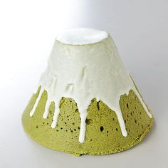 Fuji Mountain cake, 富士山ケーキ. so japan no.59 truly exists in matcha form. yum.