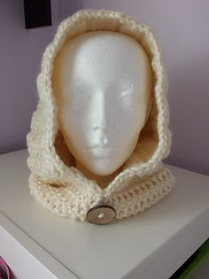 Basic Hooded Cowl - free crochet pattern by Like it? Want Some? Super chunky yarn.