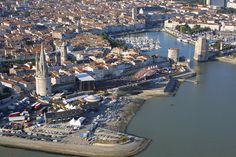 Vue aérienne du vieux port de La Rochelle pendant les Francofolies | Charente-Maritime Tourisme #charentemaritime | #LaRochelle | #FrancoFolies | #festival | © Sylvain Roussillon