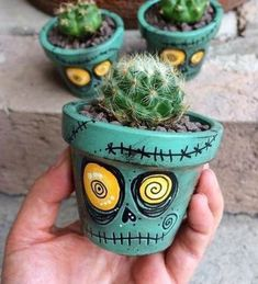 current Pictures cactus plants pot Style Succulents as well as cacti are definitely the ideal property interior decoration intended for minimalists al Flower Pot Crafts, Clay Pot Crafts, Diy Crafts, Diy Clay, Flower Pot Art, Fall Flower Pots, Flower Pot Design, Plant Crafts, Art Flowers