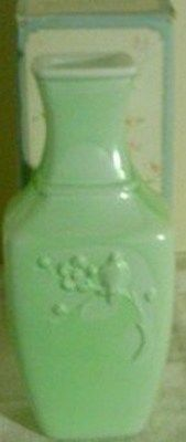 RARE VTG 1982 AVON SPRING DYNASTY FRAGRANCED GLASS VASE CELADON GREEN-NIB Avon Collectibles, Sarah Coventry Jewelry, Vintage Avon, Green Bag, Glass Vase, Bottles, Fragrance, Memories, Lady