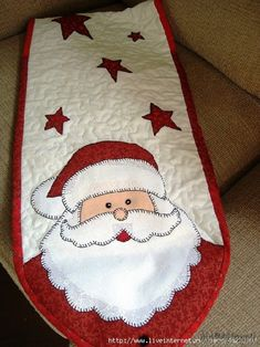 Crochet Christmas Table Runner Quilt As You Go 67 Ideas Christmas Quilt Patterns, Christmas Applique, Christmas Sewing, Felt Christmas, Crochet Christmas, Xmas Table Runners, Quilted Table Runners, Christmas Projects, Christmas Crafts