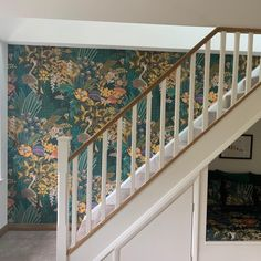 Painting Wallpaper, Home Wallpaper, Wallpaper Ideas, Colonial Decorating, Interior Decorating, Wallpaper Staircase, Laurel Hill, British Colonial Decor, Wall Candy
