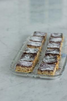 Kauraruudut Banana Bread, Sweet Tooth, Food And Drink, Desserts, Tailgate Desserts, Deserts, Postres, Dessert, Plated Desserts
