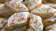 Le Papassine (pabassinas) dolce tipico sardo rappresentano in Sardegna, il dolce tradizionale per la festa di Ognissanti, ma si trovano in commercio in qualsiasi periodo dell'anno. Le Papassine sono dei biscotti i cui ingredienti variano da paese a paese ma, ingrediente comune, è l'uva passa (pabassa) da cui prendono il nome. Dalla caratteristica forma romboidale, il