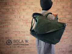 Waxed Canvas Zipper Tote Messenger in Evergreen Vegan by solaWu