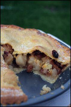 Banbury apple Pie   http://www.chezbeckyetliz.com/2011/09/banbury-apple-pie.html