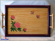 bandeja teñida y pintada.  www.manualidadespinacam.com #manualidades #pinacam #madera