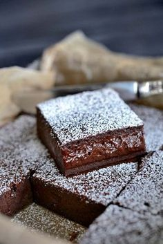 Franciska Beautiful World.She says it's the World's Best Chocolate Cake but I don't know :) French Chocolate, Best Chocolate Cake, Chocolate Desserts, Chocolate Brownies, Baking Recipes, Cake Recipes, Dessert Recipes, Delicious Desserts, Yummy Food