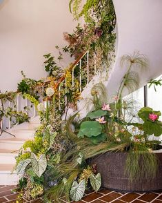 Instagram Deco Floral, Floral Arch, Floral Design, Wedding Reception Flowers, Floral Wedding, Wedding Flower Inspiration, Garden Inspiration, Flower Installation, Foliage Plants