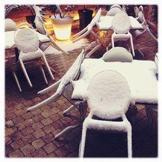 Paris, let it's snow - Louis Ghost by Philippe Starck  ||  #paris #stil #cover #in #snow❄ brrrrrrrrrr⛄ #kartell #louisghost #chair #cold #ice #snowinparis ❄ #lorette #instaparis #instagram_kartell #instagram_snow ☁⛄❄- Thanks to @mayamor2o11 Instagram User