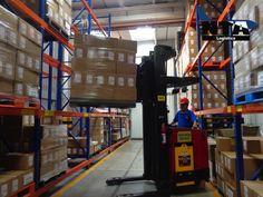 TRANSPORTE DE MEDICAMENTOS. ¿Qué es la Distribución Centralizada? Es el envío de los productos a las tiendas, el cual se realiza por medio del Centro de Distribución, maximizando los recursos logísticos y tecnológicos a lo largo de la cadena de abastecimiento para la reducción de los gastos tanto de distribución como administrativos y también de tiempo. En NTA Logistics, contamos con el servicio de distribución centralizada. #transportaciondemedicamentos
