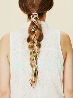 Un lazo de color fluor puede ser el toque perfecto para tu trenza. El peinado del verano #Malibu #trenzas
