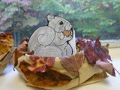 3d knutsel: Gray squirrel in paper bag drey