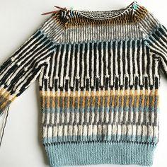 frkgarndk's Öland sweater *sample knit* Pull Crochet, Knit Crochet, Fair Isle Knitting, Hand Knitting, Knitting Designs, Knitting Patterns, Motif Fair Isle, Ravelry, Knit Fashion
