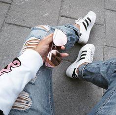 Camouflage coat Camille Callen Mango jacket androgynous style joggers pair of classic Adidas Superstars Jacket: Mango* Joggers: Forever Top: Zara* Sneakers: Adidas. Pink Beige, Adidas Superstar Jacket, Nike Air Max Sale, Camille Callen, Adidas Tubular Nova, Baskets, Nike Website, Zara Sneakers, Photos Tumblr