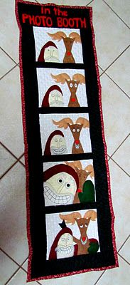 Santa and Rudy in the Photo Booth | Suzy's Artsy Craftsy Sitcom #christmas #quilting