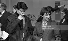 At the Milk Music Awards in the National Concert Hall Lloyd Cole (of Lloyd Cole and The Commotions) and Chris de Burgh. 13/3/86. 386-243 (Part of the Independent Newspapers Ireland/NLI Collection).