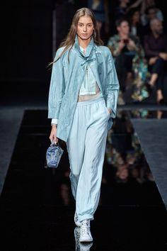Emporio Armani Spring 2020 Ready-to-Wear Fashion Show - Vogue Fashion Week, Fashion 2020, Look Fashion, Fashion Brand, Runway Fashion, Spring Fashion, Fashion Design, Fashion Outfits, Emporio Armani
