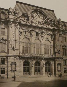 Berlin, Behrenstraße 55-57 - streng genommen Dorotheenstadt - Hauptportal des Theaters unter den Linden; heute Standort der Komischen Oper. Um 1891.