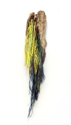 PoorWood broche: Madera recogida en la playa de Cueva (Asturias) + hilos de seda Dreadlocks, Hair Styles, Beauty, Silk Thread, Fabric Ribbon, Cave, Ribbons, Beach, Hair Plait Styles