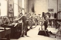 http://wanelo.com/p/3594100/diybikerepair-easy-bicycle-repair-course-with-200-videos-and-bike-repair-manuals - Bike Repair Shop c1905  fietsenmaker.