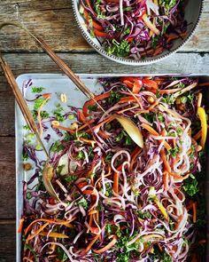 Supersunne kjeks (til frokost) - Mat På Bordet Veggie Recipes, Healthy Dinner Recipes, Asian Recipes, Vegetarian Recipes, Ethnic Recipes, Healthy Meals, Vegan Dinner Party, Veggie Dinner, Thai Salat