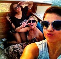 Selena Gomez, Vanessa Hudgens y Ashley Benson en Venecia    http://www.europapress.es/chance/gente/noticia-selena-gomez-vannessa-hudgens-locura-venecia-20120906125547.html